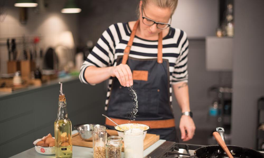 Foodstylistin Elli in ihrer Küche