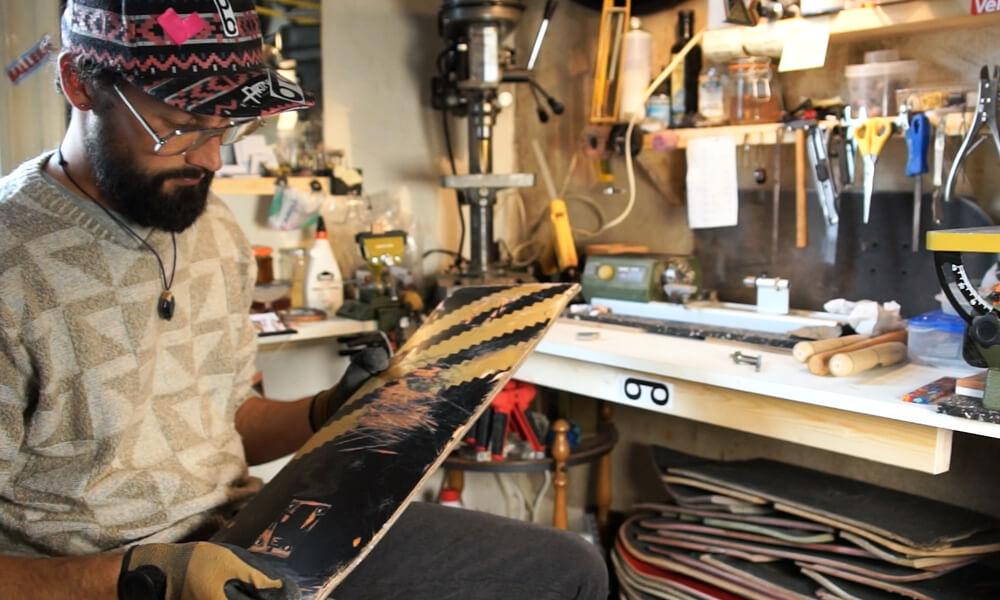 Maurice von paulibird in seiner Werkstatt
